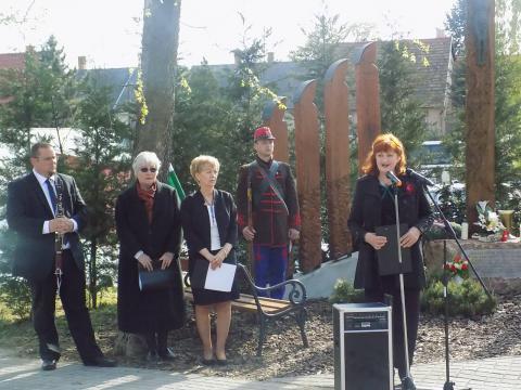 Megemlékezés a Felvidékről kitelepítettek emlékkeresztjénél