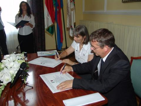A délvidéki Magyarkanizsa Tata új testvérvárosa