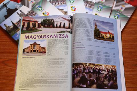 ÖSSZETARTOZUNK - Tata Város Önkormányzatának kiadványa a Magyar Kormány támogatásával