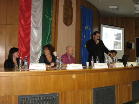 Conferentie en Huiskamerproject in Tata, Oktober 2011